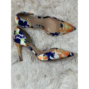 Vince Camuto Baletts Floral Heels Size 6